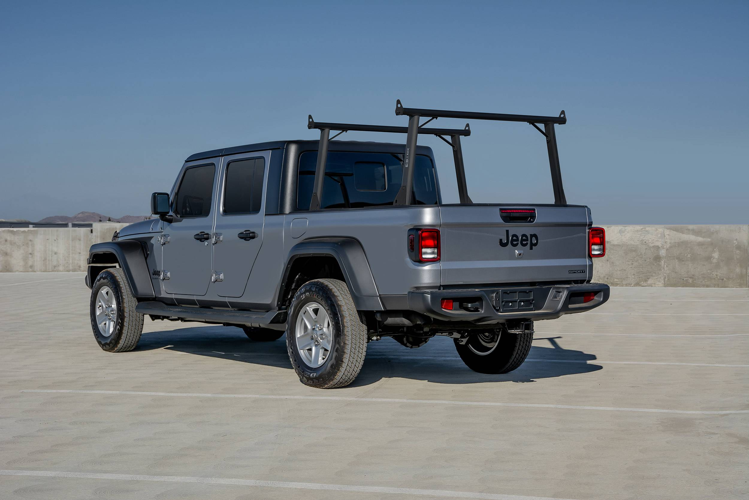 2020 Jeep Gladiator Clipper Truck Rack, Fleetside, Track System, Above Cab Height, All Black Cross Bar, Legs and Base - PN #82240151