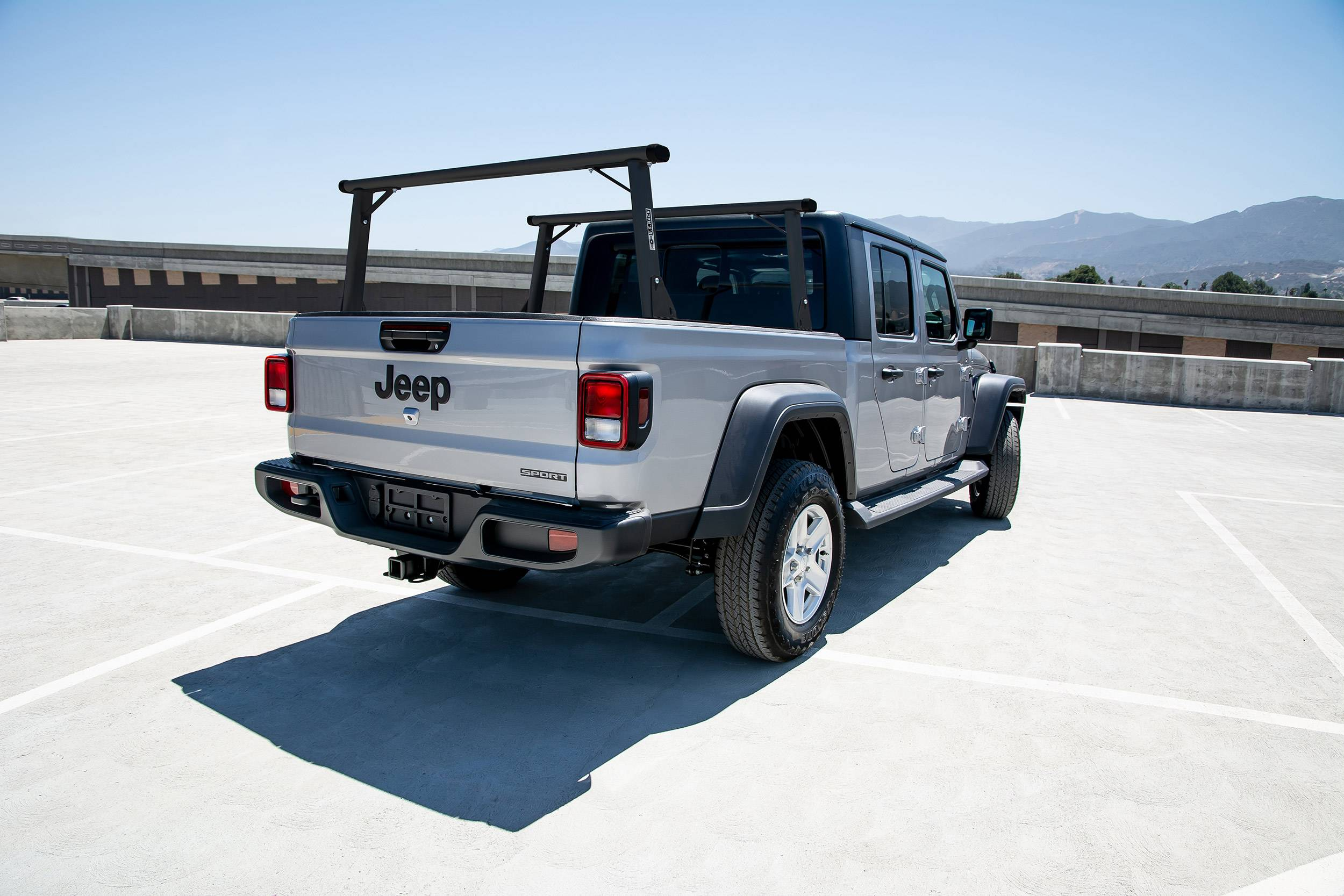 2020-2021 Jeep Gladiator Clipper Truck Rack, Fleetside, Track System, Cab Height, All Black Cross Bar, Legs and Base - PN #82240251